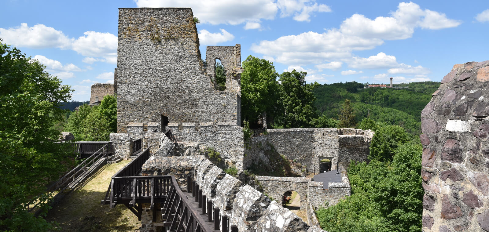 Zricenina-hradu-Cornstejn-teaser-01.jpg